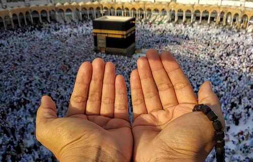 Praying to Qiblah at Hajj
